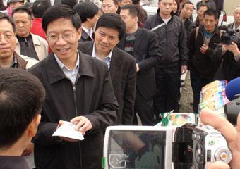 省委常委、常务副省长钟勉关心金土地公司产品